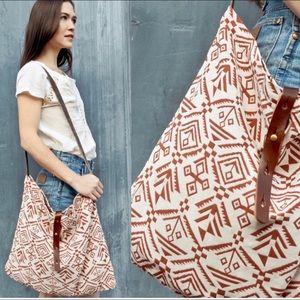 Handbags - New🌻Ethnic print shoulder bag